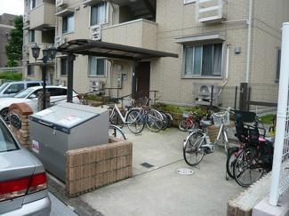 屋根付きの駐輪場があるので雨が降っても安心です☆駅から自転車もおすすめ!