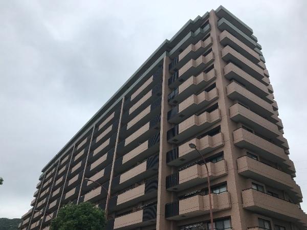4階部分の南向きにつき陽当り良好 最寄り駅徒歩1分の好立地 オートロック完備 新規内装リフォーム済み 安心のアフターサービス保証付き 住宅ローン減税適合物件