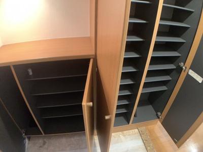 玄関の収納スペースです。たくさん靴が収納できそうです。