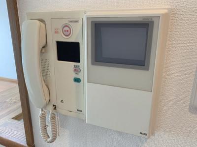 訪問者の確認が目でできるインターフォンです。