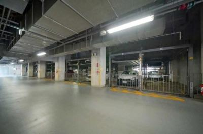 晴海アイランドトリトンスクエアビュータワー2号棟の駐車場です。