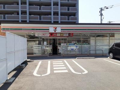 セブンイレブン玉名駅東店まで800m