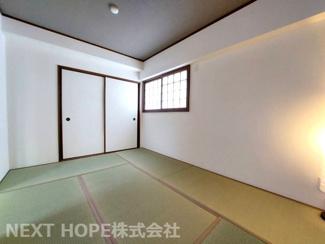 和室6帖です♪足を伸ばして寛げる居室です!窓も有り明るい室内です(^^)ぜひ現地でご確認ください!システムキッチンです♪