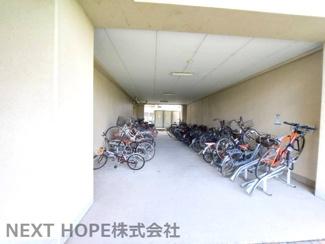 駐輪場は屋内です♪大切な自転車を雨・風から守ってくれます♪