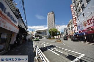 阪神本線御影駅北口、バスロータリーです