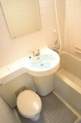 バストイレは一緒です。お掃除楽チン。