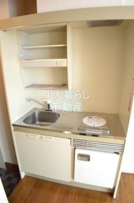 キッチンはミニ冷蔵庫付き。