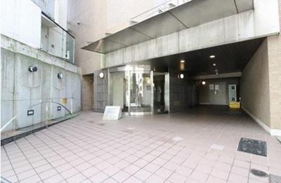 【エントランス】ステージファースト三軒茶屋 バストイレ別 宅配BOX 分譲賃貸