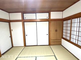 2階和室8帖です♪押入れも有ります!3面採光の明るく開放的な居室です(^^)
