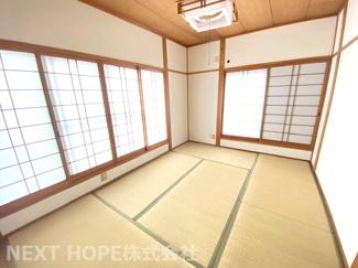 2階和室6帖です♪バルコニーに面した明るく開放的な室内です!