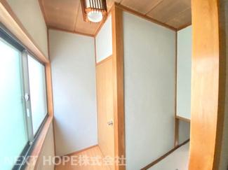 2階廊下部分です♪明るい室内です(^^)