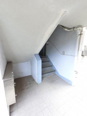 共用階段と集合ポストです