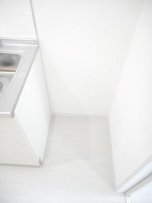 しっかりキッチン横に冷蔵庫置き場があります!