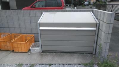 蓋つきのゴミ置き場で衛生面も良好