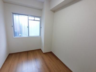 4.2帖の洋室です。 子供部屋やワークスペースとしても活用できます。