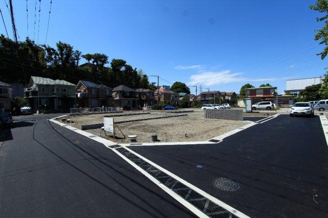 全7区画の前面道路は4m以上となり、駐車の際もらくらく 車通りも少ないので静かな環境 小さなお子様やご高齢の方にも安心です◎