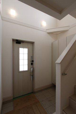 気持ちの良い玄関は、帰ってきたくなるような暖かみと居心地の良さをうかがえます。