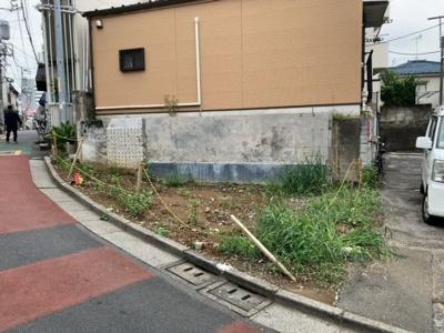 中野駅徒歩8分・角地(2021.09.11撮影)。