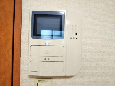 モニター付きインターホンで安心。同タイプの写真です