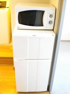 電子レンジ、冷蔵庫もついています。