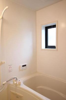 窓付きの浴室♪