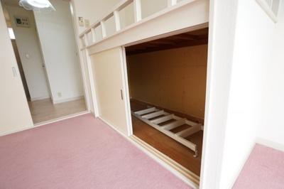 うれしいミニ冷蔵庫付きです。