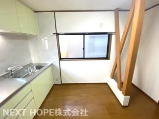 2階ダイニングキッチンです♪柱もオブジェのようにお洒落ですね(^^)