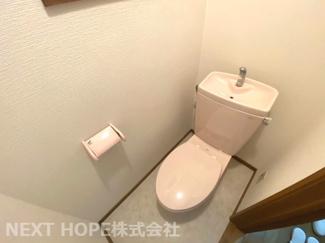 トイレは1階・2階に設けられております♪こちらは1階部分のトイレです♪