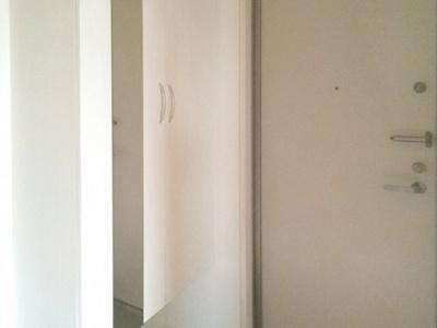 【玄関】ピースプレイスA