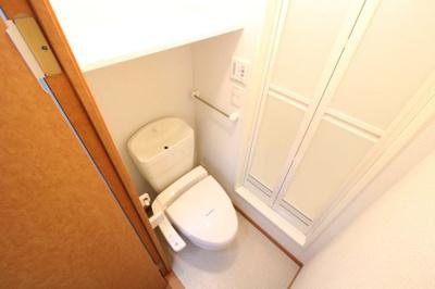 脱衣所にもなるトイレです!!
