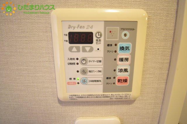 浴室乾燥暖房換気の機能がついています!!