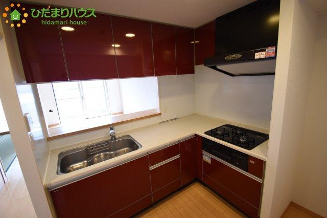L字型の対面式キッチン!! L字型なので、四隅に調味料をおきやすい☆彡