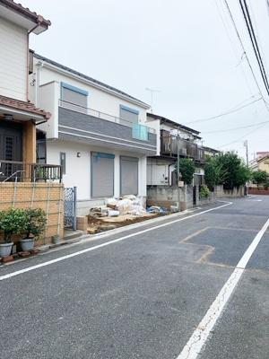 周辺は第一種低層住居専用地域ならではの、落ち着いた雰囲気の住宅地です。