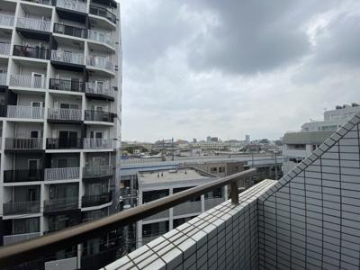 納戸側バルコニーからの眺望です。