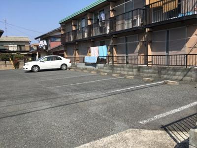 車をお持ちの方に嬉しい敷地内駐車場です。