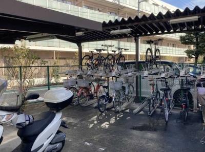 玉川スカイハイツの駐輪場です。