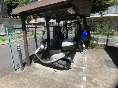 玉川スカイハイツのバイク置場です。