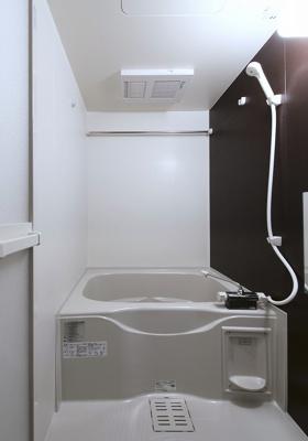 【浴室】スリーハーブズメルヴェーユ三国ヶ丘