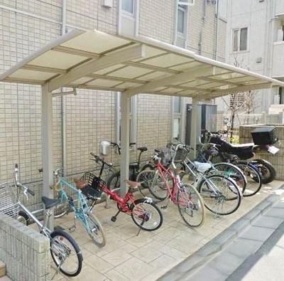 屋根付き駐輪場も完備