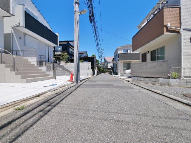 伸びやかな東側公道に面してます 周辺は落ち着いた住宅地になります