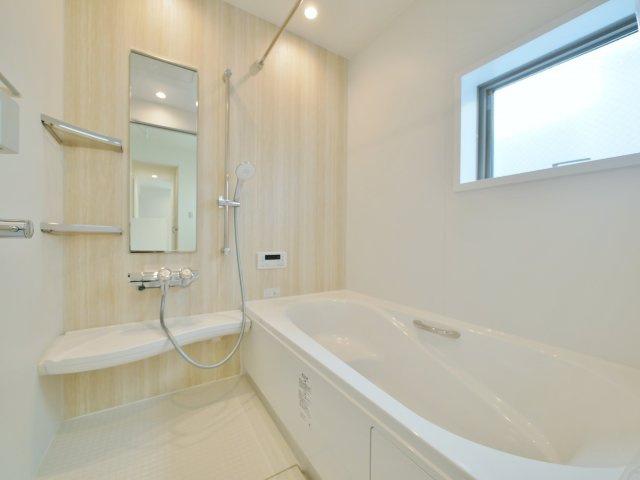 落ち着いたら一坪タイプの浴室 広々とした浴室は足を延ばしてゆっくりとバスタイムを楽しめます 浴室換気換気乾燥機が標準装備です(2号棟)