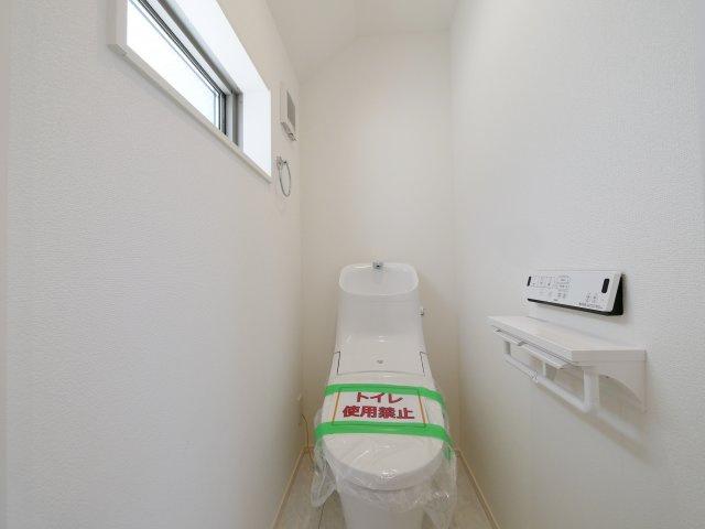 トイレは1階2階それぞれにございます 忙しい朝になど便利です(2号棟)