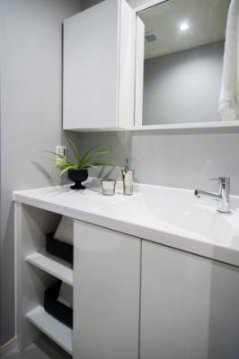 ミラー付きの手洗いをトイレに設置