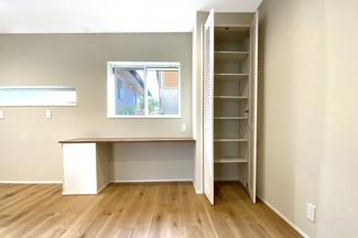 キッチンスペースにはパントリーがあり、食品をたくさん収納出来て大変便利です。