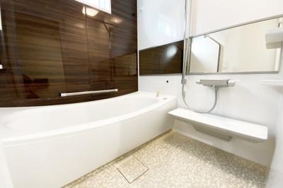 浴室暖房乾燥機は、雨の日の乾かなかった洗濯物もその日のうちに乾かせる奥様の強い味方。