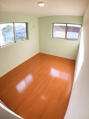 2階南西側約6.5帖の洋室です♪