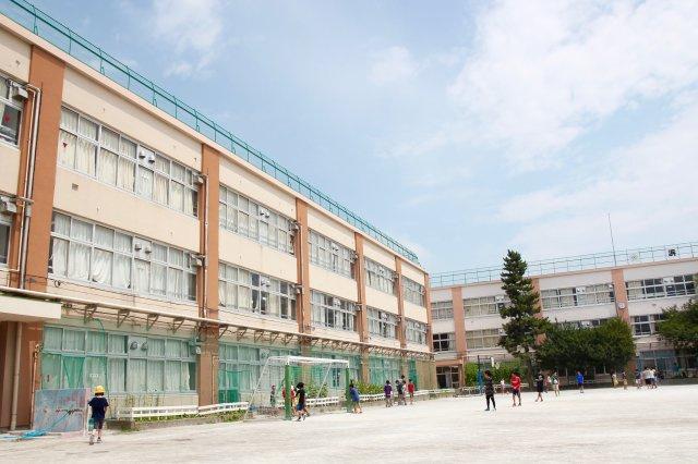 浜田山小学校です。