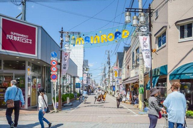 駅前商店街です!駅前は夜まで賑わっており、遅い時間のお買い物も安心です!
