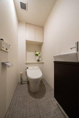 【トイレ】リビオレゾン日本橋浜町 リ フォーム済 角 部屋 2012年築