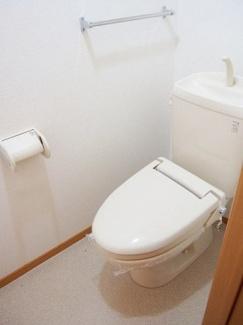 タオルかけ付のトイレです。